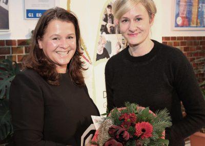 Zwei lächelnde Frauen.